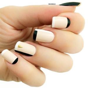 ציפורניים מינימליסטיות בסגנון קולור בלוק ובצבעי ניוד, שחור ולבן