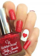 """לב אדום גדול ונוצץ עם שבלונות """"לב אוהב"""" של גולדניילס"""