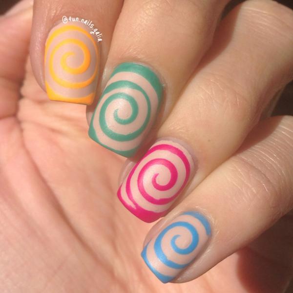 ציפורני ספירלה צבעוניות בגימור מאט של Fun Nails Galia
