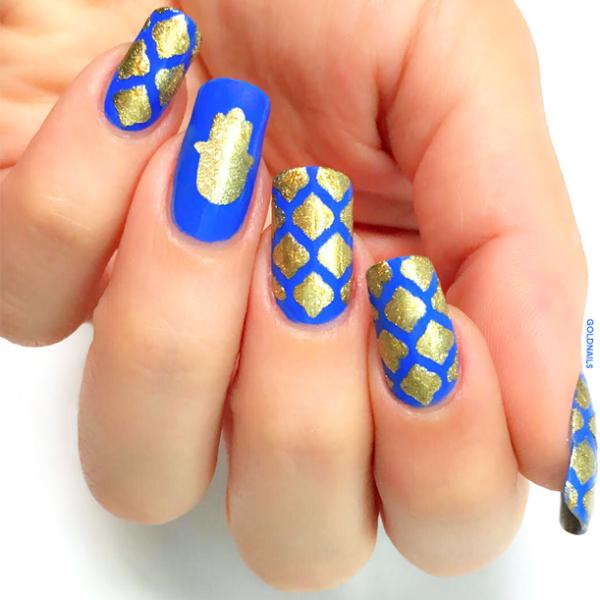 ציפורני מימונה - שבלונות חמסה ומרקש בצבע זהב על רקע כחול עמוק