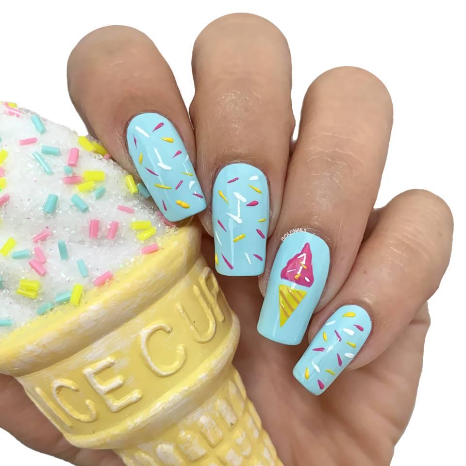 ציפורני גלידה צבעוניות עם שבלונות גולדניילס לציפורניים