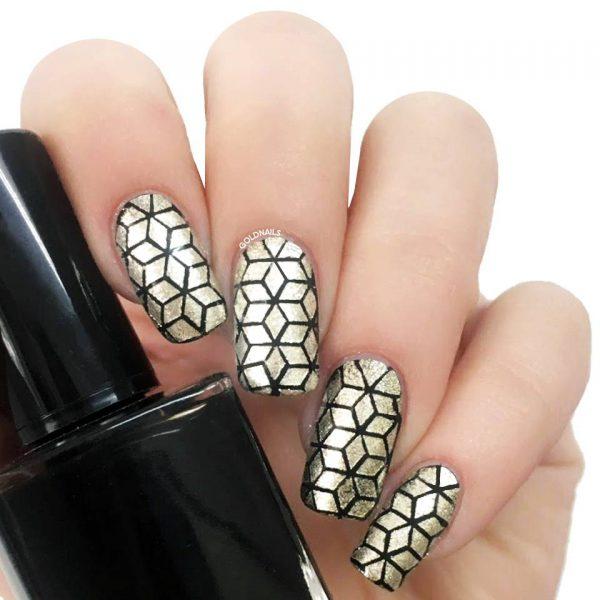 ציפורניים בעיצוב גיאומטרי בשחור וזהב עם שבלונות אוריגמי של גולדניילס