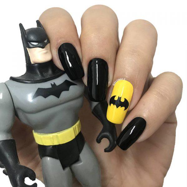 ציפורני באטמן עם שבלונות גולדניילס לציפורניים