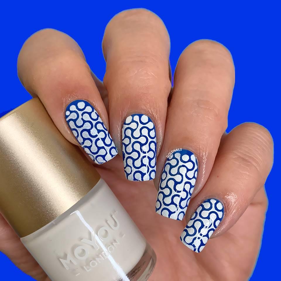ציפורני ספינר בכחול ולבן עם שבלונות גולדניילס